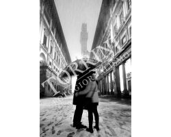 Innamorati agli Uffizi con neve