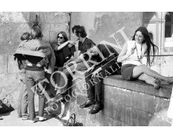 Ragazze in minigonna sul Ponte Vecchio moda
