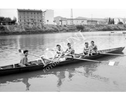 1955 04017 Canottieri in Arno