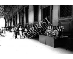 1955 04037 Loggia Uffizi  turisti