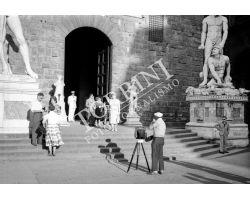 1955 04039 fotografo in P Signoria turisti