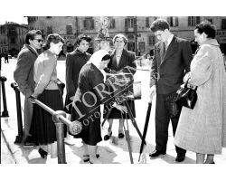 1953 0039 fotografo donna a Pisa