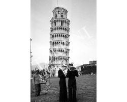 1953 0052 marinai a Pisa