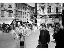 1953 0060 donne a Pisa