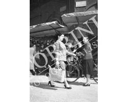 1953 0092 Spesa al Mercato Centrale San Lorenzo