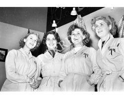 1953 0282 hostess della 17a mostra dell\'artigianato