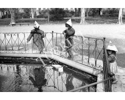 Foto storiche Firenze Bambini al giardino D\'Azeglio