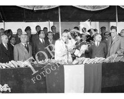 1954 7556 consegna chiavi case Isolotto La Pira Dalla Costa