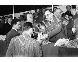 1954 7562 consegna chiavi case  isolotto La Pira Dalla Costa