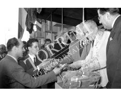 1954 7582 Elia Dalla Costa consegna chiavi  case   isolotto