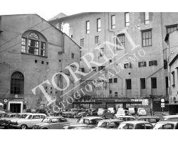 Piazza Castellani del Grano Uffizi auto