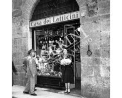 1953 0665  negozio alimentari