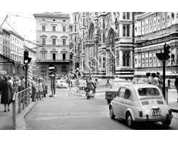 461 - 1969 09738 Firenze  FIAT 500 in Piazza Duomo
