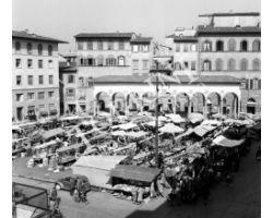 1960 09957 foto storiche firenze piazza dei ciompi logge del pesce mercato pulci