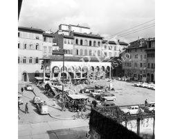 1961 11776 Foto storiche firenzePiazza dei Ciompi, mercato Pulci
