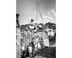 1953 1031 Giro d\' Italia ciclismo Grosseto Abetone spettatori donne  bambini