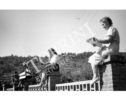1953 1032 Giro d\' Italia ciclismo Grosseto Abetone spettatrici donne