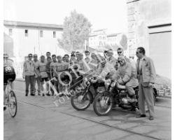 1958 05781 corsa ciclistica giornale del mattino  moto beta pubblicità ciclismo