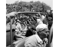 1958 05897 Giro d\'Italia a Forte dei Marmi vince Guido Boni benzina Mobil ciclismo