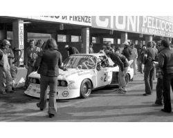 1976 L 11 32 Prova Mondiale Marche al Mugello auto bmw box