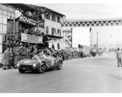 1954 2427 arrivo del giro automobilistico della Toscana Ferrari