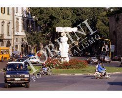 Statua  Porta Romana 01