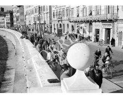1957 12144 Foto storiche Pisa Lungarno