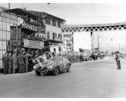 1954 2428 arrivo del giro automobilistico della Toscana ferrari