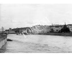 Arno in piena ponte alle grazie foto storiche Firenze