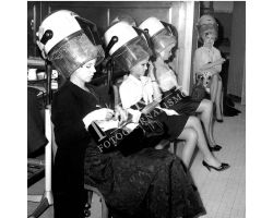 foto storiche  acconciature parrucchiere donne moda