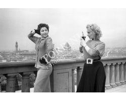 1954  02445 foto storiche firenze  turiste soubrettes piazzale michelangelo_donne