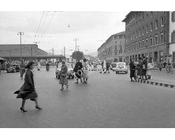 1957  11590 foto storiche firenze  piazza stazione unita