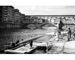 1954 0093 canottieri in arno