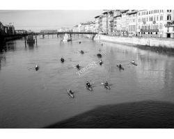 1956 00021 canottieri al ponte santa trinita arno