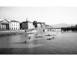 1956 00022 canottieri al ponte alle grazie arno