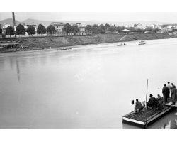 1957 04117 Canottieri in arno Lungarno Colombo Bellariva