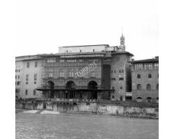 1962 02506 Uffizi Arno canottieri