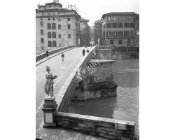 1958  02419  Foto storiche Firenze ponte Santa Trinita