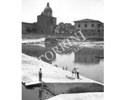 1955  03601 Foto storiche Firenze pittore sull\'Arno Piazza Cestello