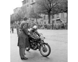 1957 03097 moto Gilera  nel viale Lavagnini