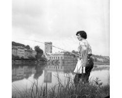 1959  06934 Foto storiche Firenze  donna durante gara di pesca