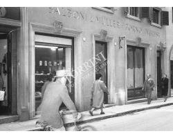 1953  0670 via vigna vecchia negozio balboni muller forno inglese