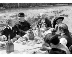 Foto storiche Firenze  San Romolo gente a tavola