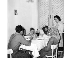 Foto storiche Firenze famiglia a tavola