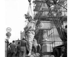 Foto storiche Firenze   Ricollocamento statua Dante dopo restauro in Piazza Santa Croce