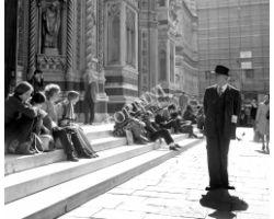 Foto storiche Firenze Turisti in Piazza Duomo