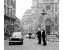 Foto storiche Firenze   Vigili in Piazza Duomo