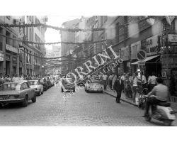 1970 Leica 22 02 mostra arte  in via Por santa Maria auto Fiat 500