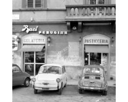 1973 04445 Bar piazza Francesco Ferrucci, auto Bianchina, 500