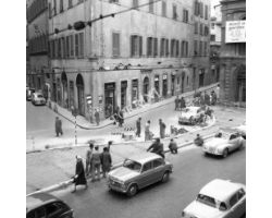 Foto storiche Firenze   via panzani auto